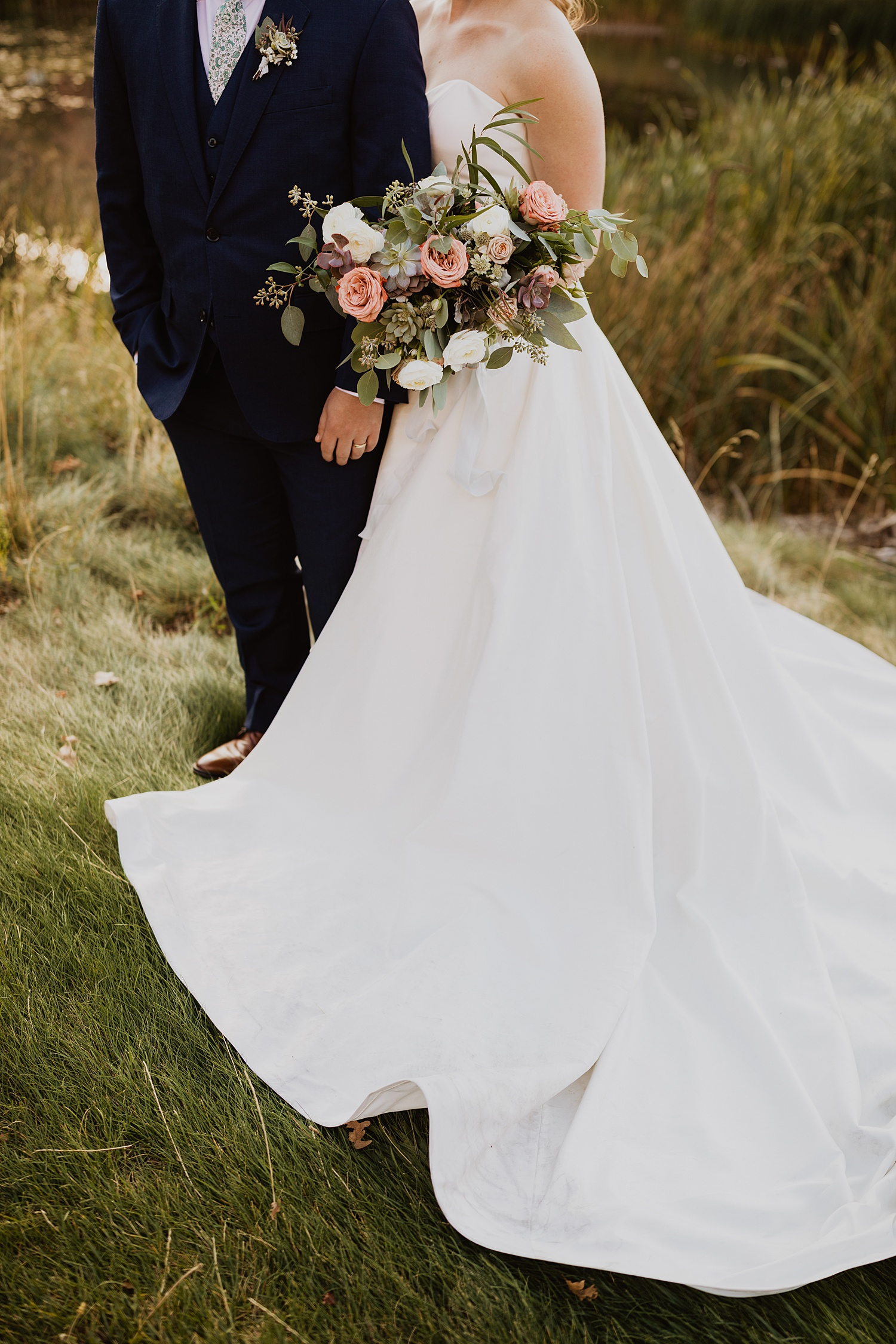 Colorado Wedding | Bridal Bouquet  | Bride and Groom Pictures | Cassie Madden Photography