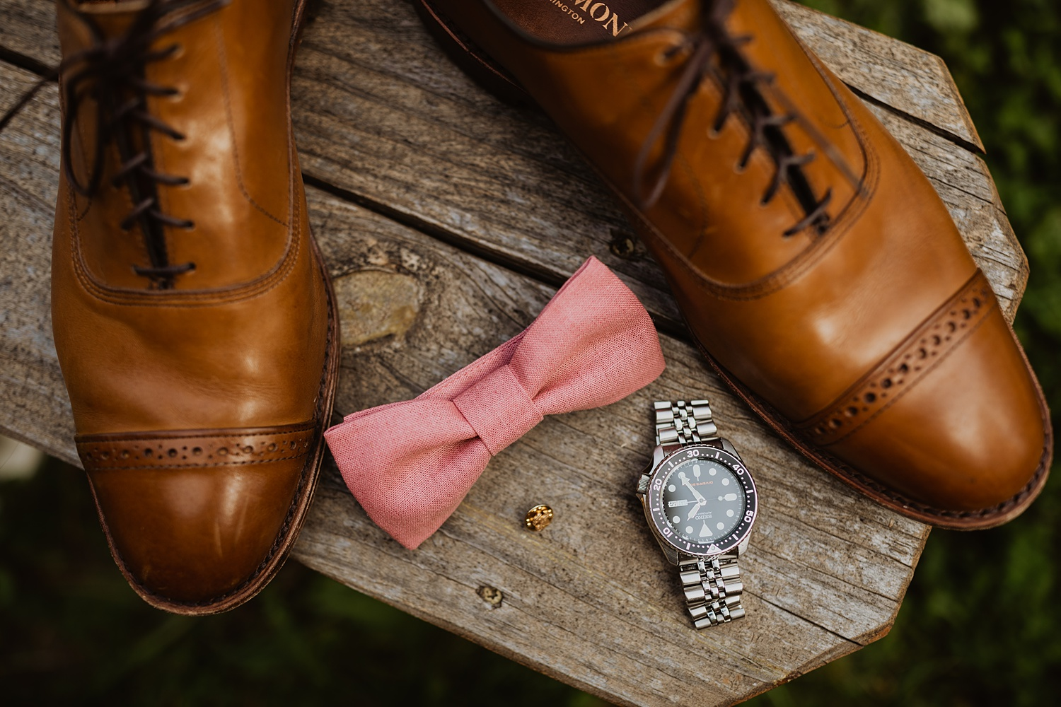 South Dakota Wedding | Groom Details | Grooms Bow Tie | Cassie Madden Photography