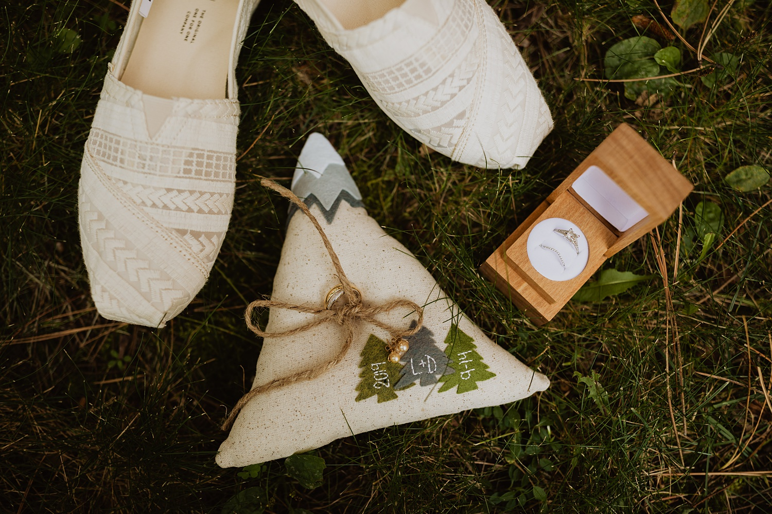 South Dakota Wedding | Bride Details | Wedding Rings | Cassie Madden Photography