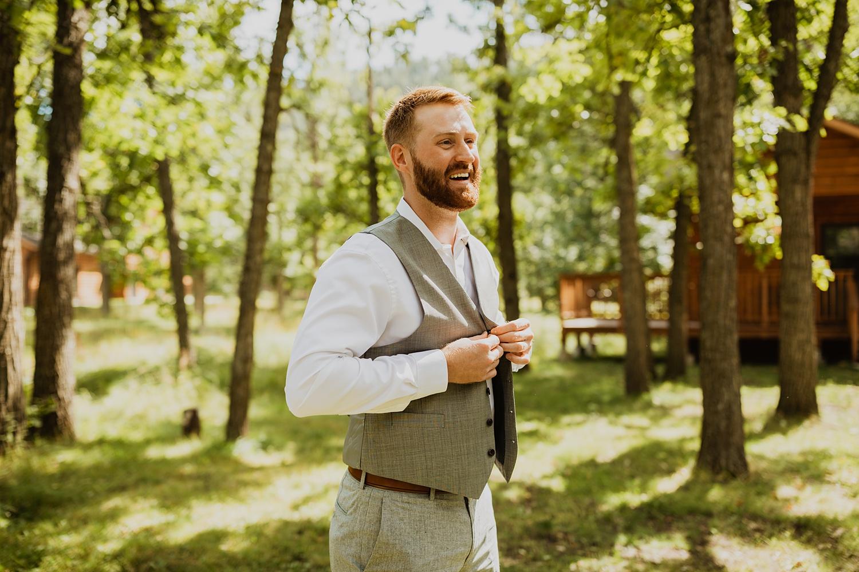 South Dakota Wedding   Groomsmen   Groom Getting Ready   Cassie Madden Photography