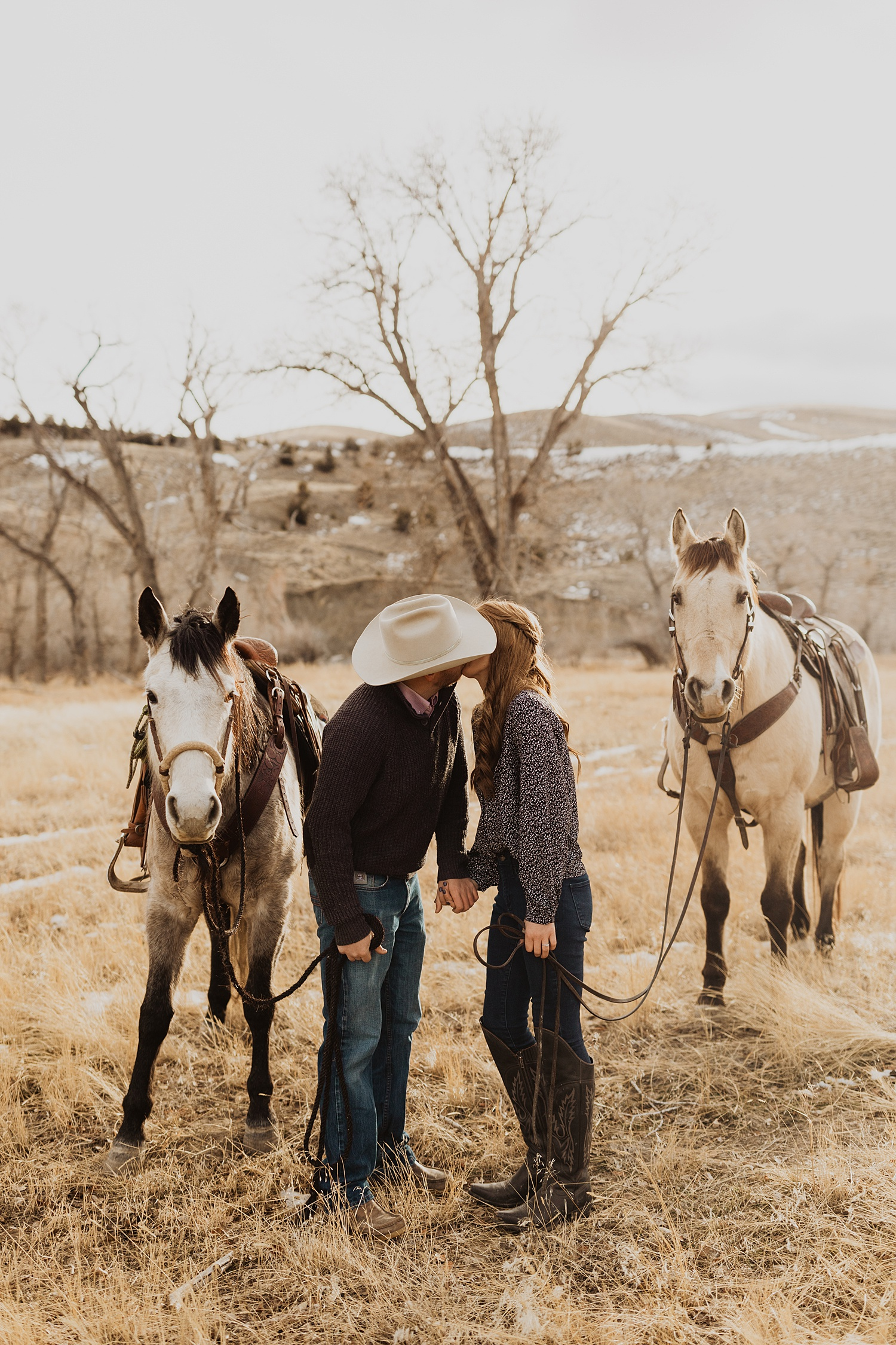 Engagement Photos | Wyoming Mountains | Engagement Outfits | Horseback Riding | Horseback Engagement Photos | Cassie Madden Photography