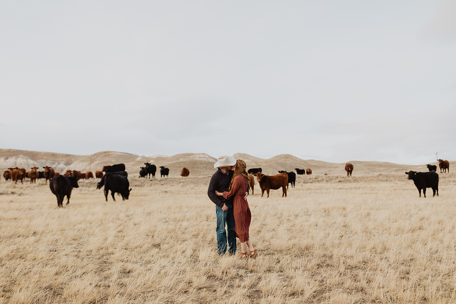 Engagement Photos | Wyoming Mountains | Engagement Outfits | Cattle Engagement Pictures | Meeteetse Wyoming | Cassie Madden Photography