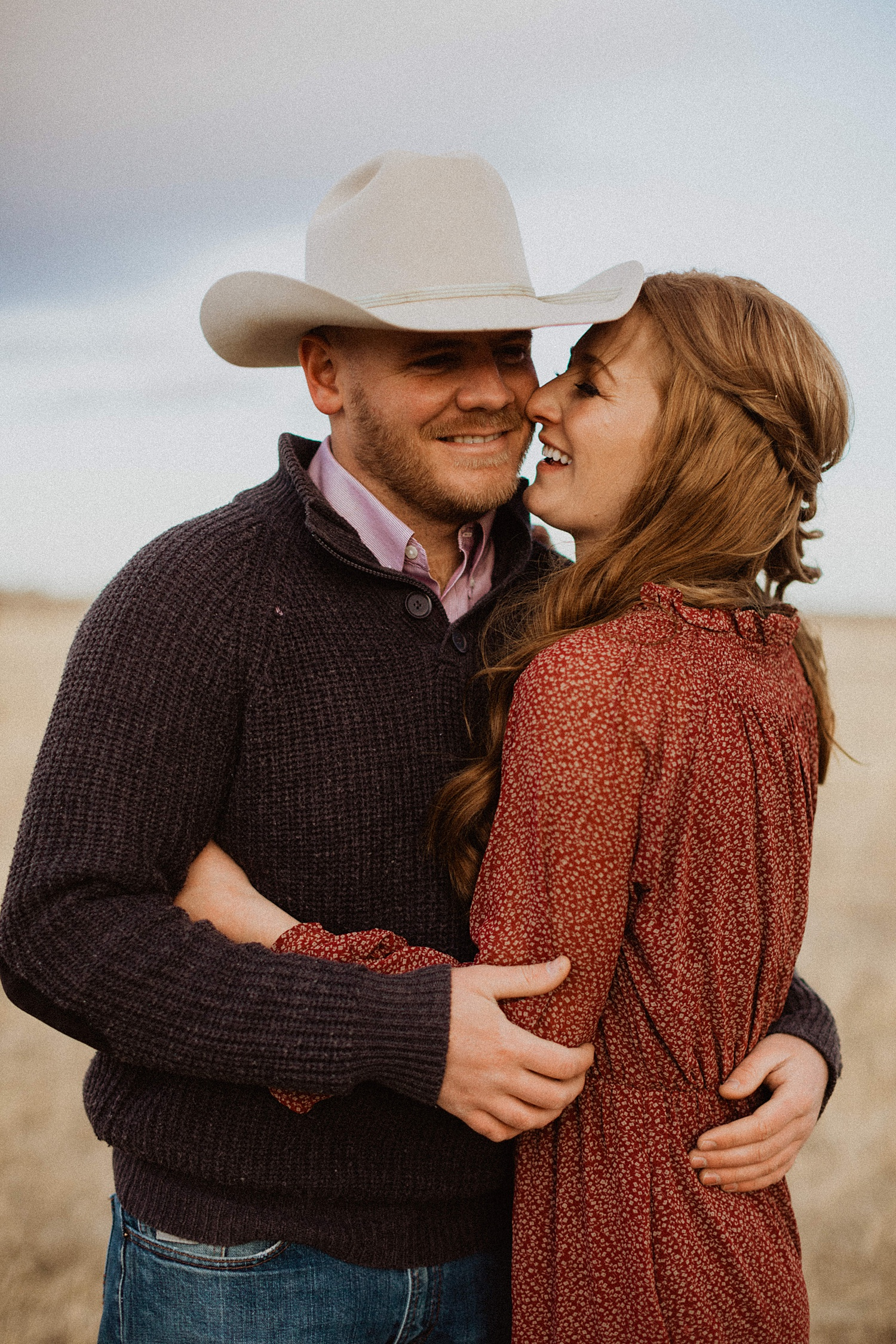 Engagement Photos | Wyoming Mountains | Engagement Outfits | Wyoming Photography | Meeteetse Wyoming | Cassie Madden Photography