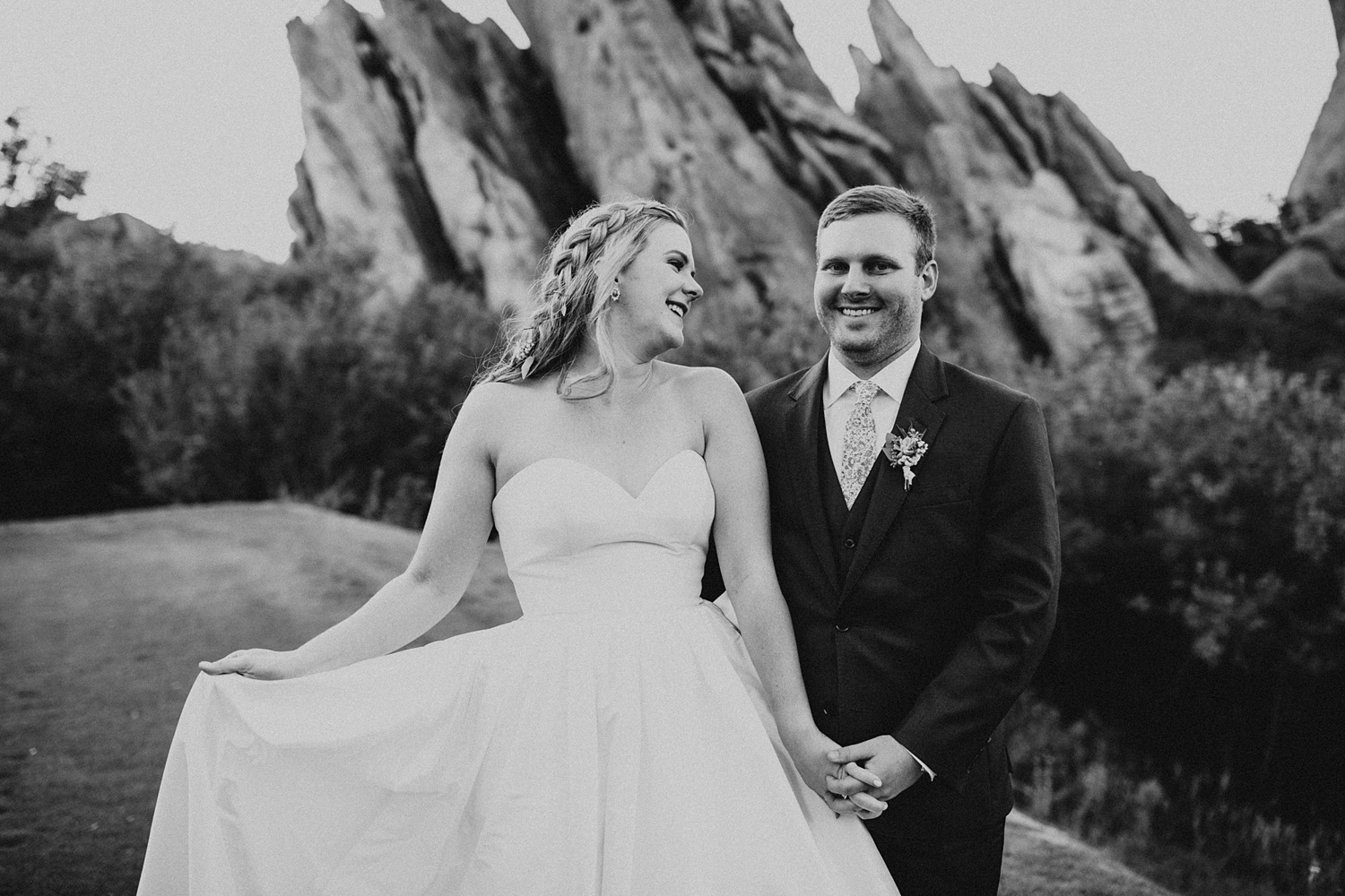Arrowhead Golf Club Wedding | Littleton Colorado Wedding Venue | Bride and Groom Poses | Sunset Wedding Pictures | Cassie Madden Photography