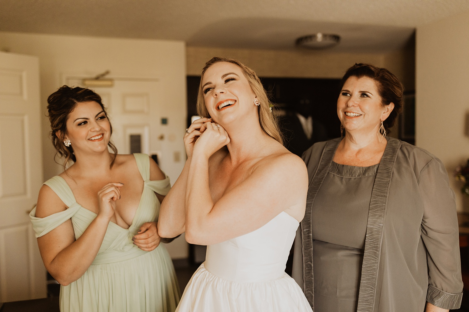 Bride Getting Ready | Littleton Colorado Wedding | Cassie Madden Photography