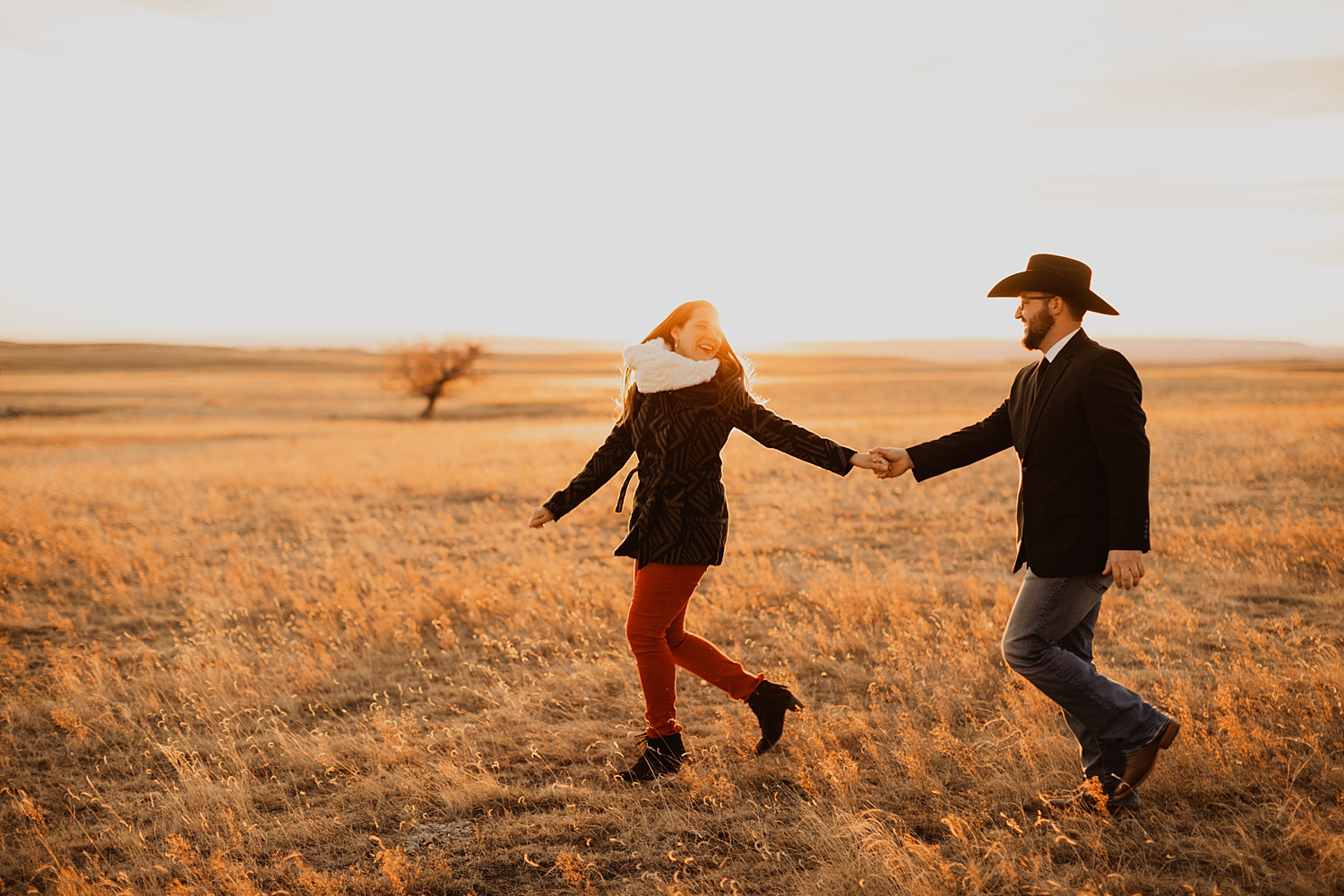 Western Engagement Pictures | Wyoming Cattle Ranch | Family Ranch Pictures | Golden Hour Pictures | Western Engagement Outfits | Cassie Madden Photography