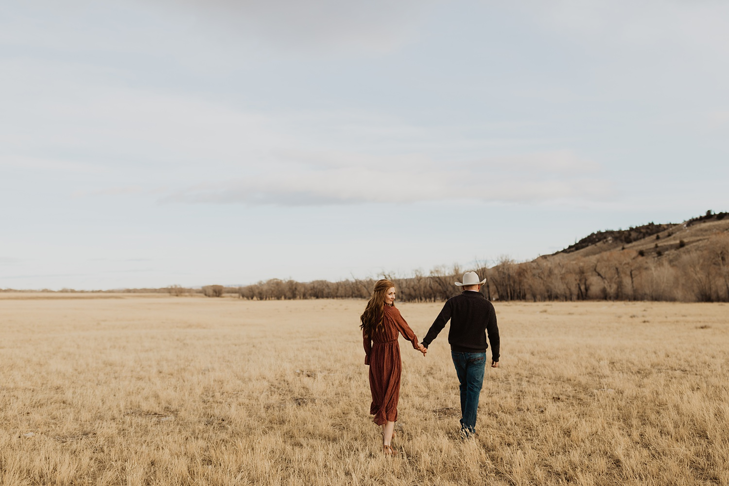 Western Engagement Photos | Wyoming Mountains | Rustic Engagement Outfits | Cowboy Wedding Inspiration | Ranch Engagement Photos | Cassie Madden Photography